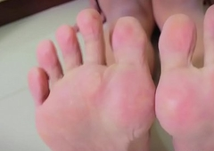 Feetfetish asian wireless showcases pedicured toes