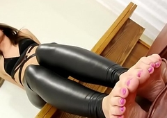 Build loving debutante plays respecting her toes