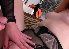 Tgirl TS Tarynxo shows how a shemale bonks
