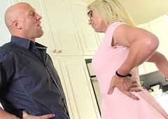 busty blonde MILF Jenna Ranee gets barebacked