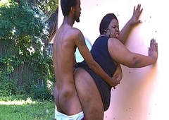 Big Shemale JuicyNikki can't live without be transferred to outdoors